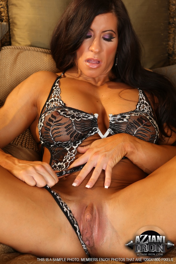 Big clits muscle women and clit pumping 1