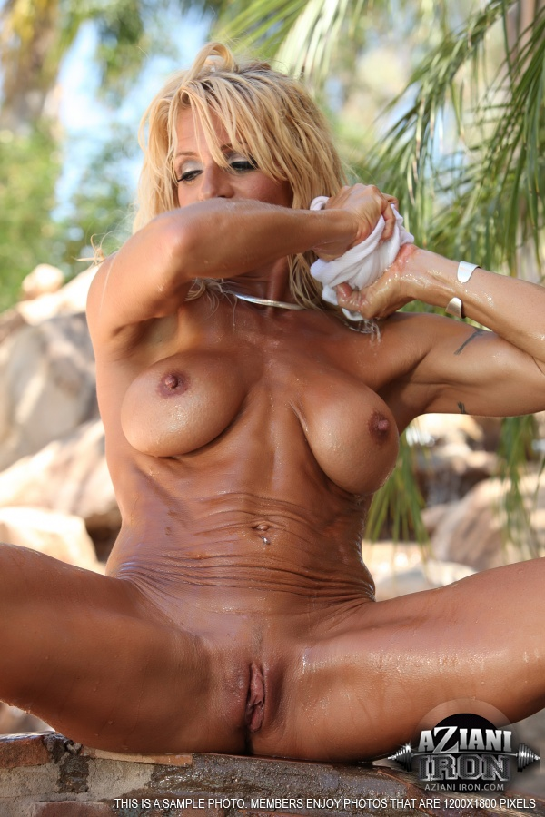 History! PHOTO FEMALE BODYBUILDER NUDE possible and