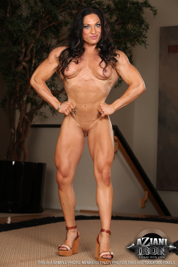 ripped muscle girl nude