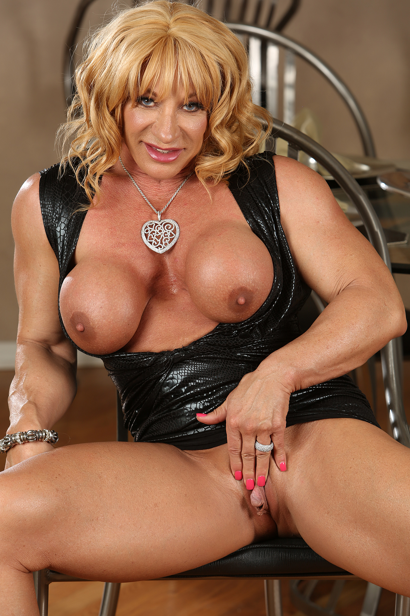Female bodybuilder jill jaxen gets naked 8