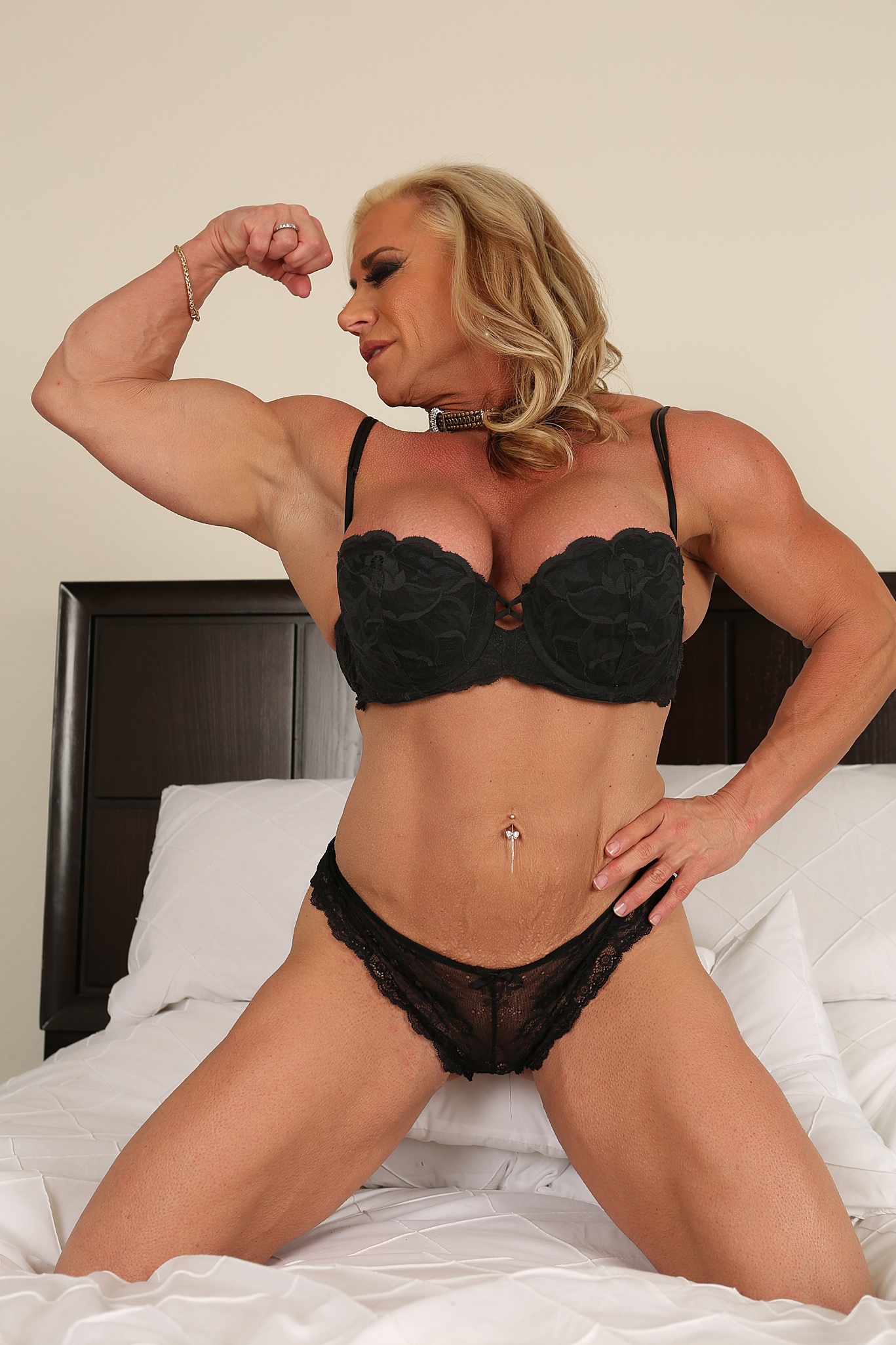 Female bodybuilder jill jaxen gets naked 10